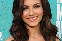 Straight-vs-curly-victoria-justice-side
